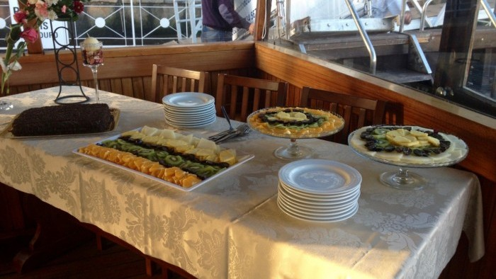 Cruise with dinner on board - Desert table