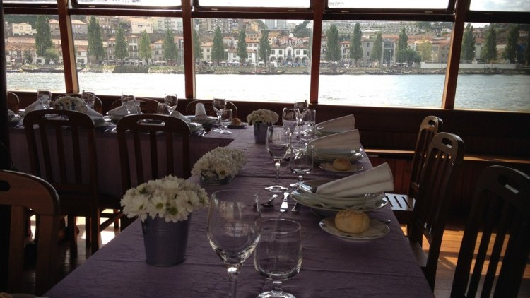 Cruise with lunch or dinner on board (for groups)