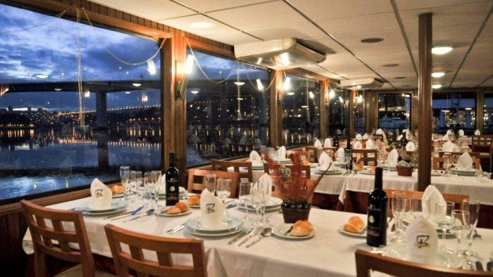 Cruise with Christmas with dinner on board